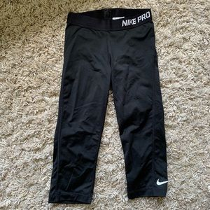 Nike. Cropped leggings